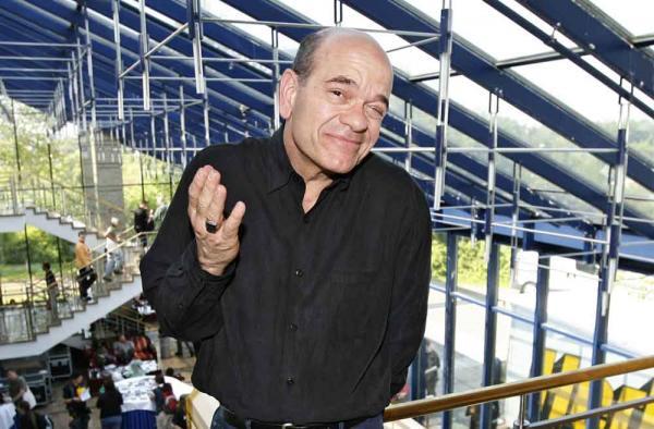 Robert Picardo: Und wie ist mit der echten Seven of Nine, wie wirkt Jeri Ryan auf Robert Picardo?