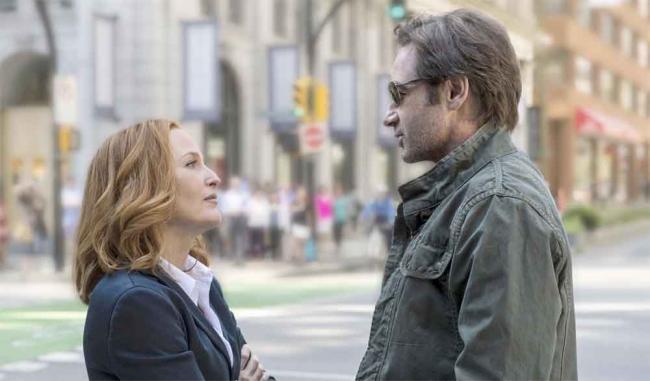 """Scully und Mulder in Akte X 10.01 """"My Struggle"""""""