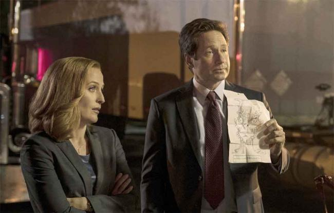 """Akte X Episode 10.03 """"Mulder and Scully Meet the Were-Monster"""""""