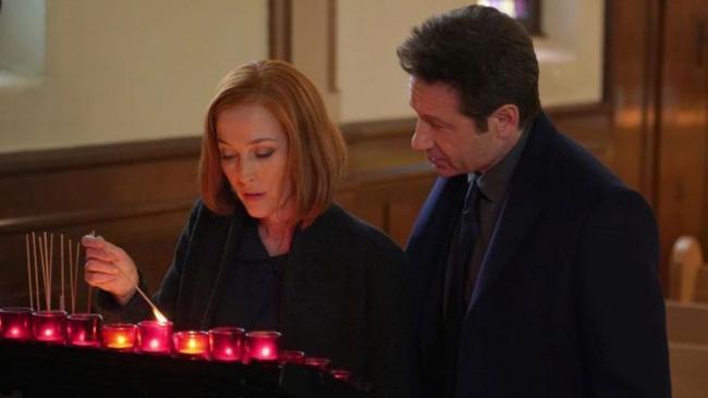 Mulder und Scully in der Kirche
