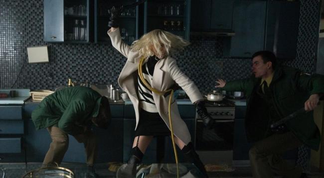 Atomic Blonde Charlize Theron verhaut die deutsche Polizei