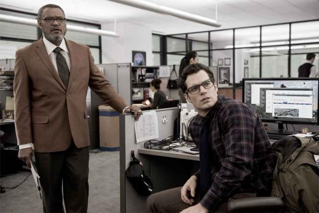 Batman v Superman - Perry White (Laurence Fishburne) und Clark Kent (Kenry Cavill)