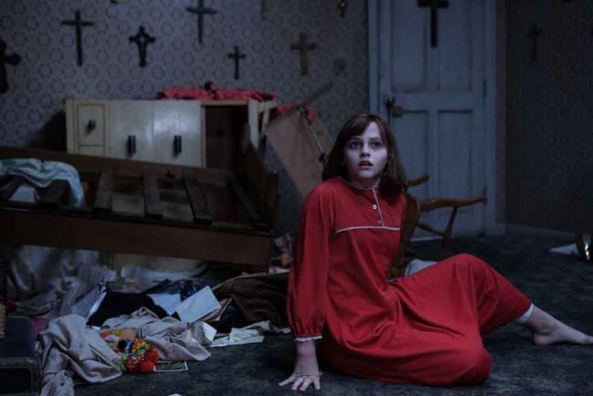 Madison Wolfe als Janet Hodgson in The Conjuring 2
