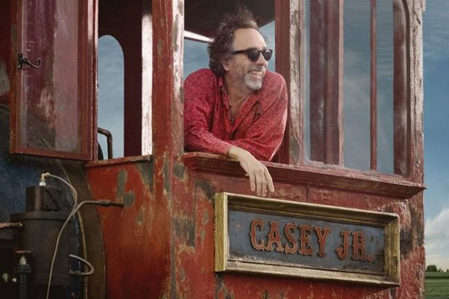 Tim Burton am Set der Dumbo Neuauflage