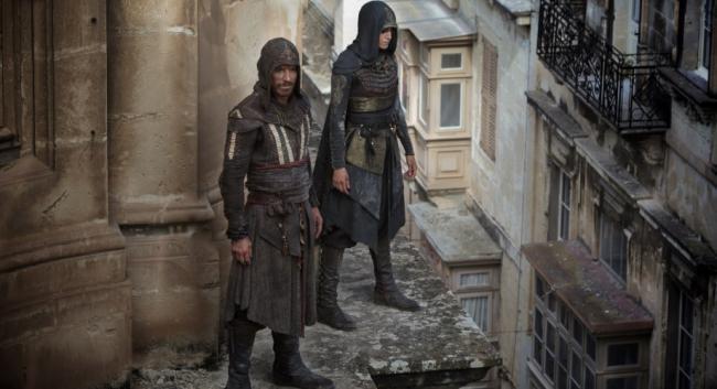 Maria und Aquilar hoch über den Straßen in Assassin's Creed