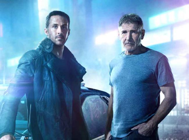 K (Ryan Gosling, l.) und Rick Deckard (Harrison Ford, r.) in Sony Pictures' Blade Runner 2049