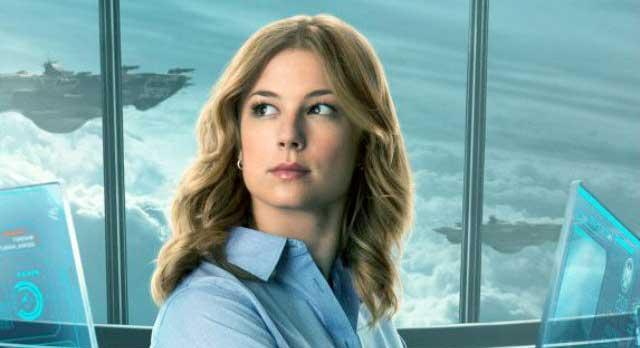 Emily Van Camp als Agent 13