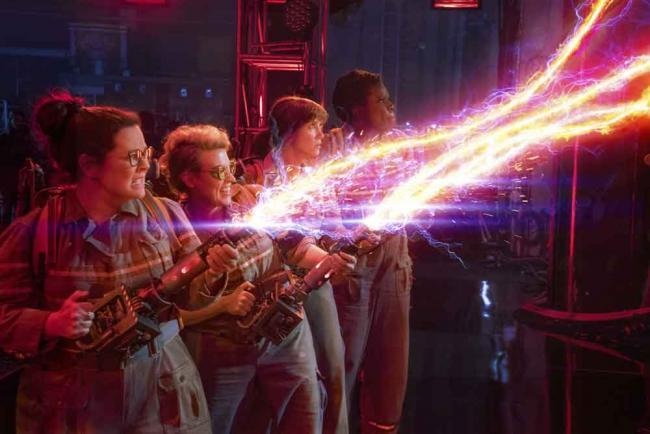 v.l.n.r.: Die Ghostbusters Abby (Melissa McCarthy), Holtzmann (Kate McKinnon), Erin (Kristen Wiig) und Patty (Leslie Jones) in Sony Pictures' GHOSTBUSTERS
