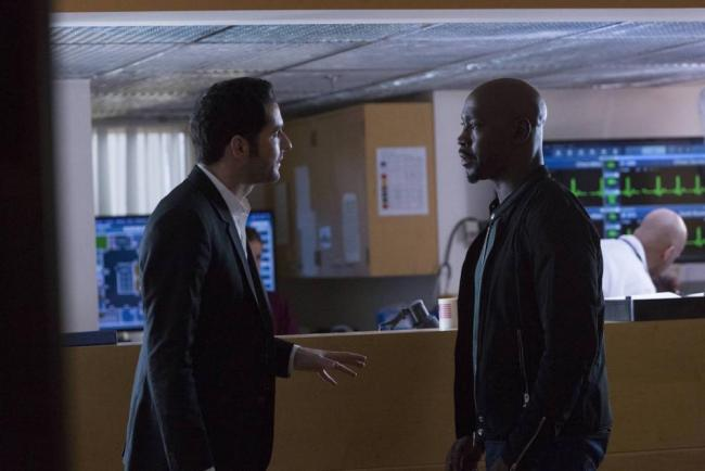 "Tom Ellis als Lucifer und D.B Woodside als Amenadiel in Lucifer ""A Good Day to Die"""