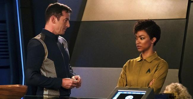 "Star Trek: Discovery 1.03 ""Context is for Kings"" - Captain Lorca (Jason Isaacs) und Michael Burnham (Sonequa Martin-Green)"