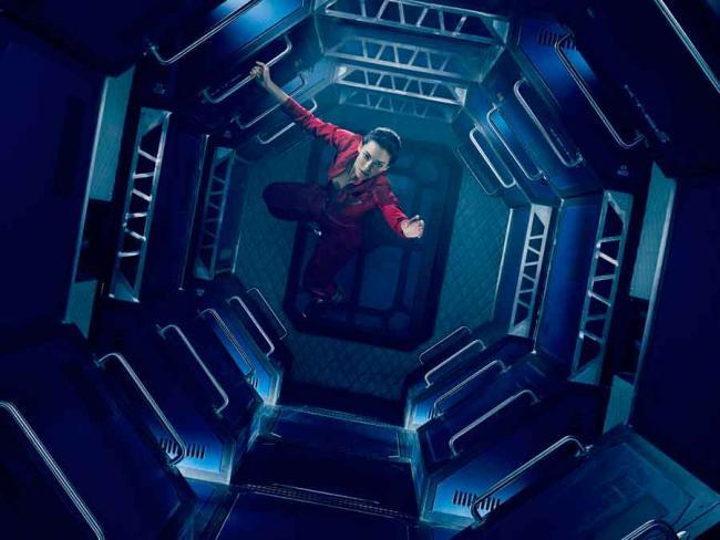 The Expanse: Szenenbild aus Staffel 1 mit Florence Faivre