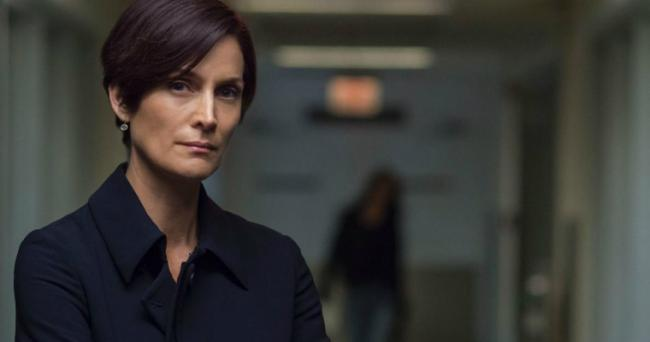 Carrie-Anne Moss als Jeri Hogarth