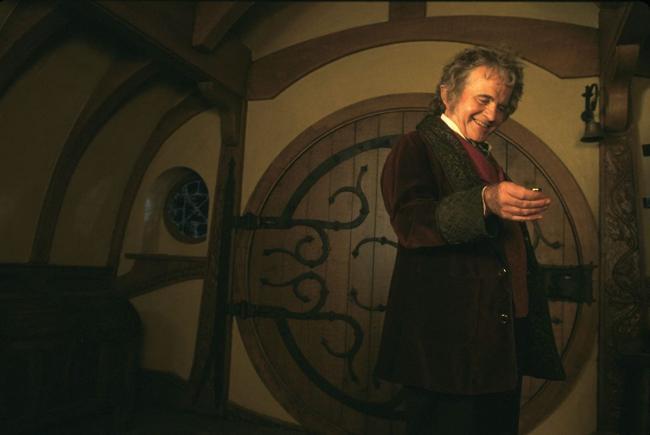 Ian Holm als Bilbo Beutlin in Der Herr der Ringe