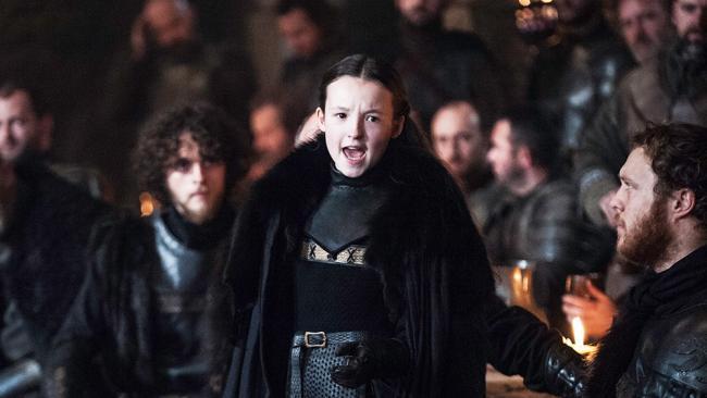 Lady Lyanna Mormont von den Bäreninseln hält eine energische Rede.