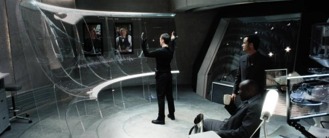 Tom Cruise vor riesigem virtuellen Bildschirm