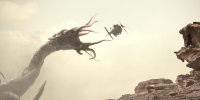 riesiges Monster greift mit Tentakeln nach Hubschrauber