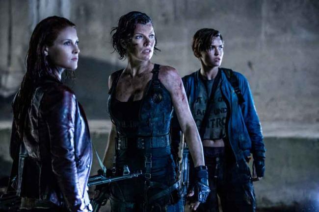 Alice kämpft mit ihren Verbündeten gegen das Böse (Ali Larter, Milla Jovovich und Ruby Rose)