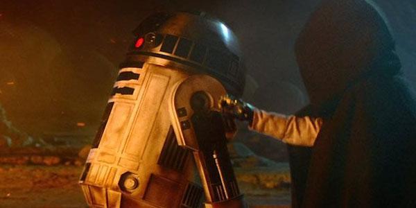 Luke Skywalker und R2D2 in STar Wars: Das Erwachen der Macht