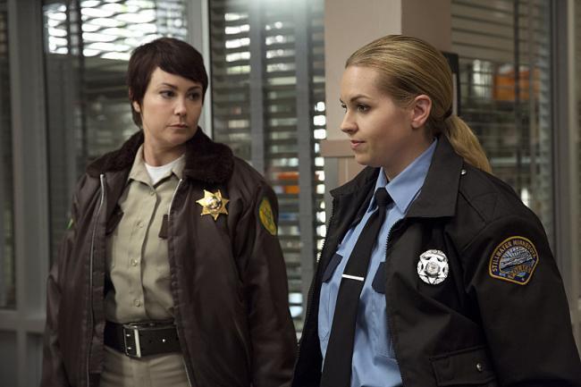Kim Rhodes und Briana Buckmaster als Jody Mills und Donna Hanscum in der Mysteryserie Supernatural