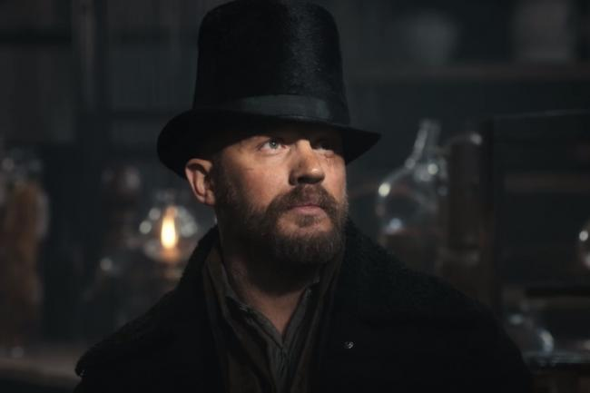 Tom Hardy mit Zylinder in Taboo
