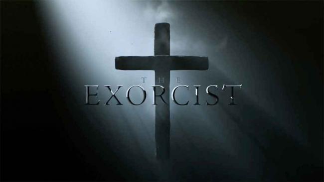 """Schriftlogo mit Kreuz im Hintergrund zur Fox-Serie """"Der Exorzist"""""""
