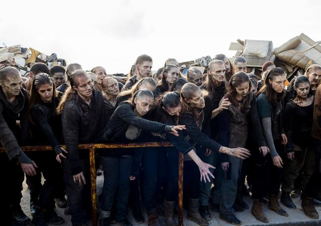 Zombiemeute in der 10. Episode der 8. Staffel The Walking Dead