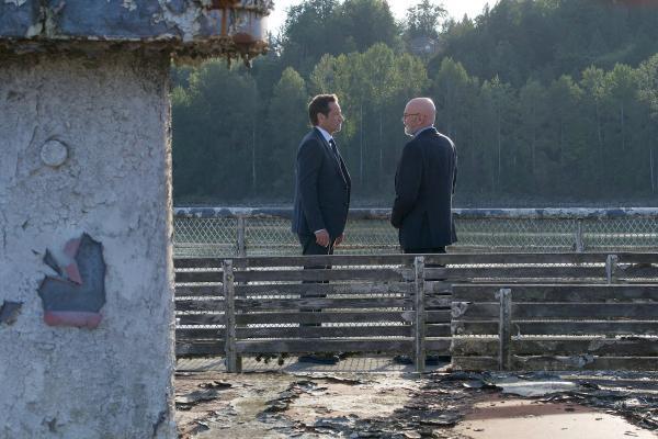Mulder und Skinner auf der Chimera in Ghouli