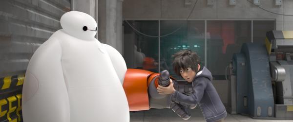 Szenenbild aus Big Hero 6: Der Arm wird angepasst