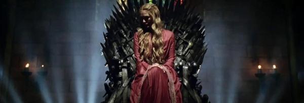 Cersei auf dem Eisernen Thron