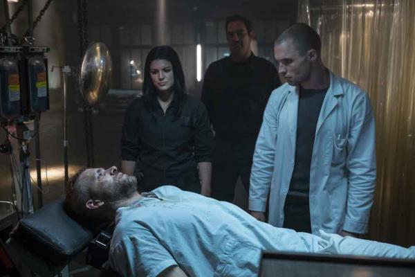 Wade Wilson (Ryan Reynolds) und Ajax (Ed Skrein) in Deadpool