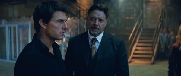 Tom Cruise als Nick Morton und Russel Crowe als Dr Jekyll in Die Mumie