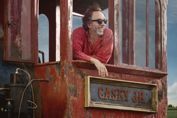 Tim Burton am Set der Dumbo Neuauflage
