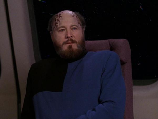 David Ogden Stiers als Doktor Timicin in TNG