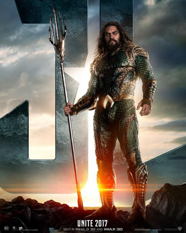 Jason Momoa als Aquaman auf dem Filmposter zu Justice League