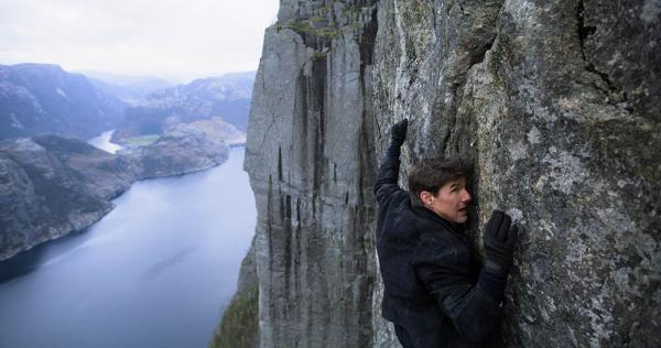 Mission Impossible Tom Cruise kletternd