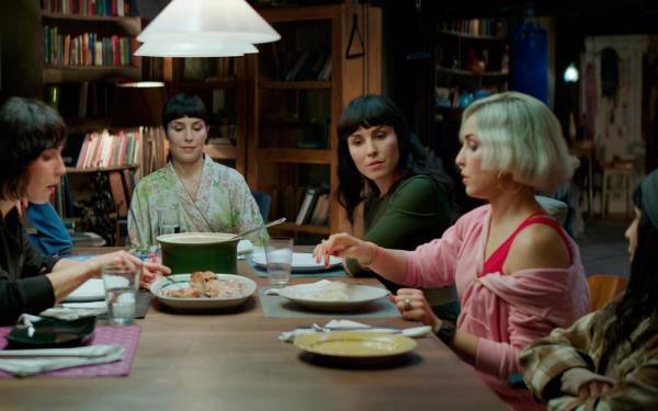 Szenenbild What happened to Monday mit fünf der Schwestern