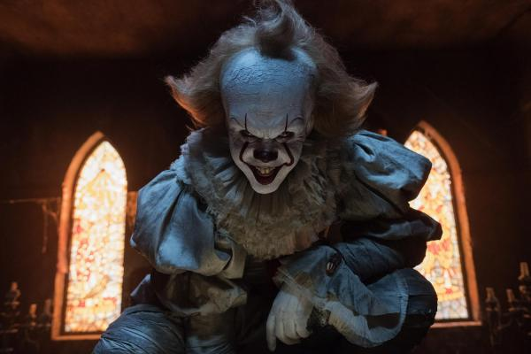 Bill Skarsgard als Pennywise in Stephen Kings Es