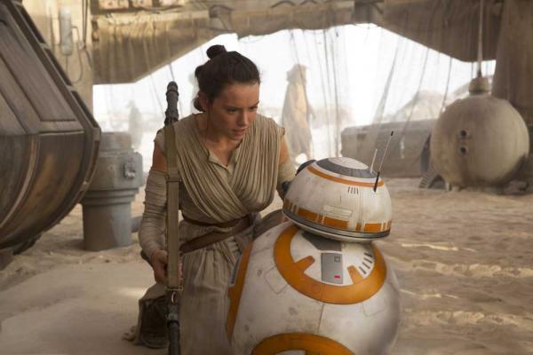 Rey (Daisy Ridley) & BB-8