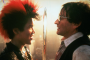 Dante Basco als Rufio und Robin Williams als Peter Pan im Film Hook