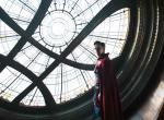 Doctor Strange: Psychedelisches Schwarzlichtposter und Szenenbild zeigt fremde Dimension