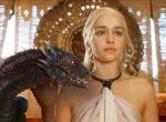 Emilia Clarke spielt die Khaleesi in Game Of Thrones.