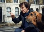 Sherlock mit Bluthund im ersten Bild zur vierten Staffel