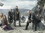 Der Cast der History-Serie Vikings mit Wikingerschiff